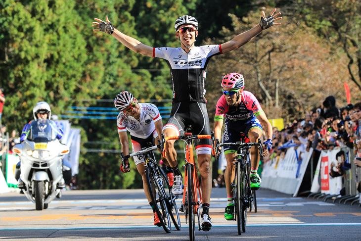 昨年のロードレースでバウケ・モレマが優勝したトレック。今年はセカンドスポンサーにセガフレードが加わり、トレック・セガフレードとして走る