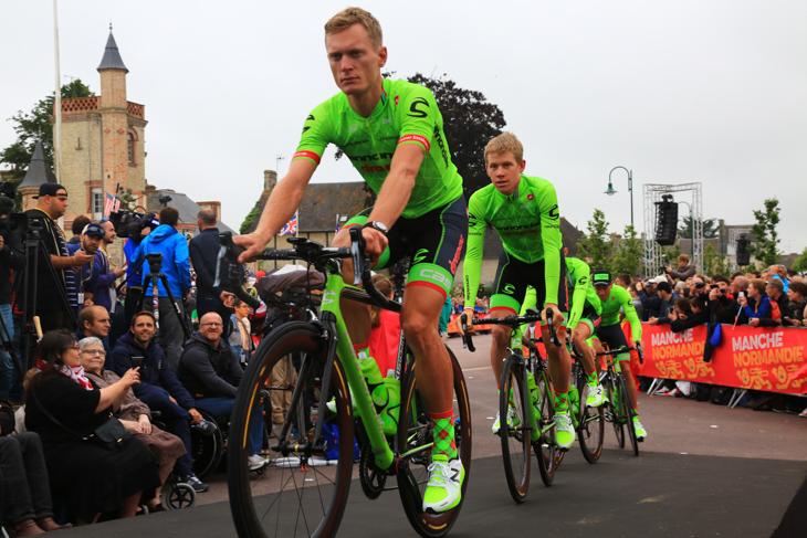 今夏ドラパック社をサブスポンサーに迎えたキャノンデール・ドラパックサイクリングチーム