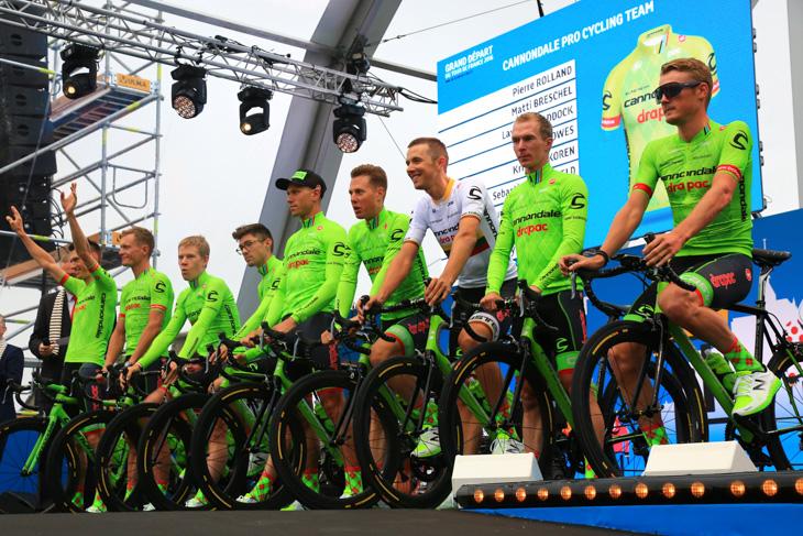 ツール・ド・フランス2016開幕前にドラパックがセカンドスポンサーに加わったキャノンデール・ドラパック