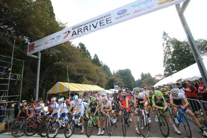 スタートを待つ2015ジャパンカップサイクルロードレース