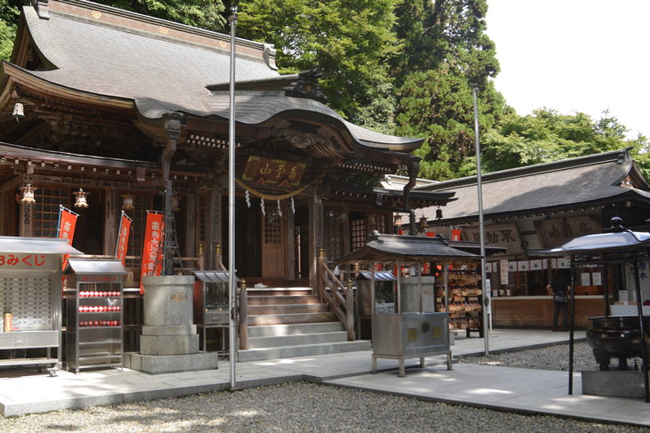 多気山持宝院の本堂