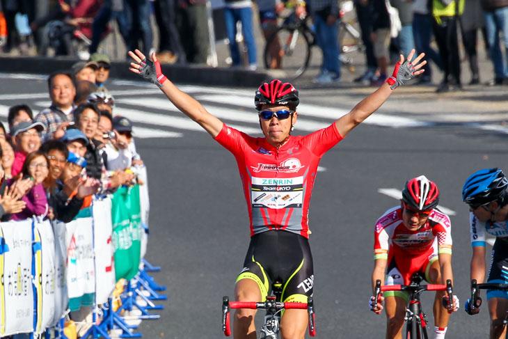2015年のJプロツアー年間総合リーダー、畑中勇介(チーム右京)