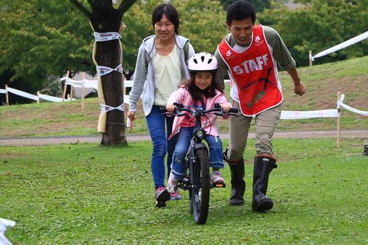 自転車の乗り方の基本を学びます