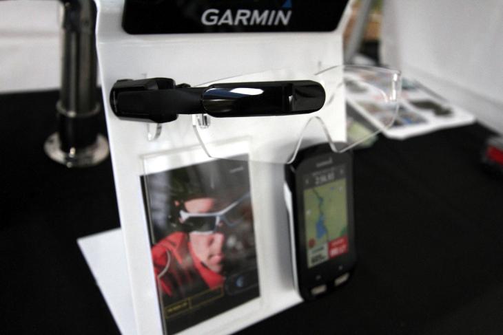 ガーミンブースのイチオシは、アイウェアに装着する近未来型ディスプレイ「Varia J Vision」