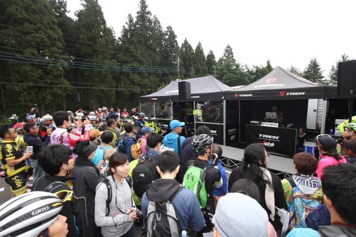 土曜日にも関わらず多くのファンが集まったトレック・ジャパンのブース