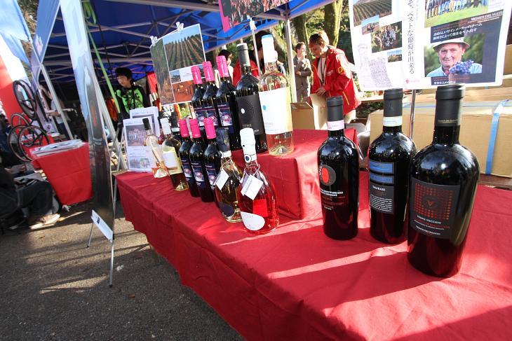 ヴィー二ファンティーニでは表彰式のシャンパンファイトにも使われるワインの販売も