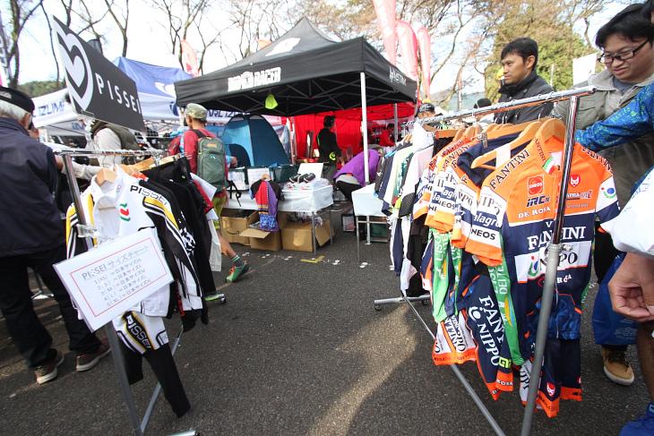 欧州の厳選したサイクルウェアブランドを取り揃えるクランノートは物販がメイン