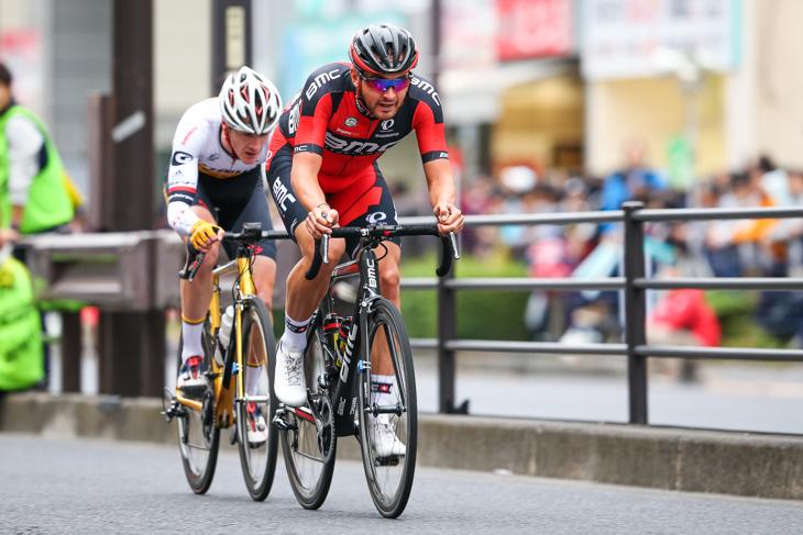逃げるジョセフ・ロスコフ(アメリカ、BMCレーシング)とベンジャミン・ヒル(オーストラリア、チームアタッキグスト)