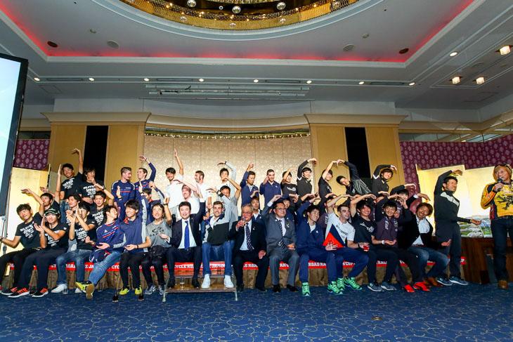 (J)ジャパン(C)カップに出場した国内チーム全員で記念撮影