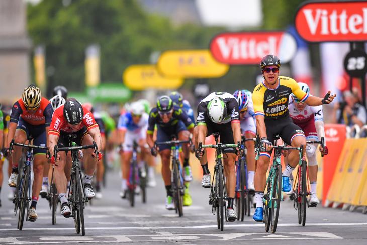ツール・ド・フランスの最終ステージで勝利を上げるディラン・フルーネウェーヘン(オランダ、チーム・ロットNL・ユンボ)