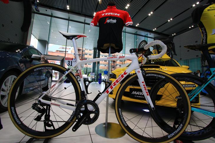 アルベルト・コンタドール(トレック・セガフレード)のツール・ド・フランス出場バイクが飾られた