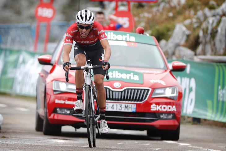ブエルタ・ア・エスパーニャ2017第20ステージ、超級峠アングリルを制したアルベルト・コンタドール(スペイン、トレック・セガフレード)