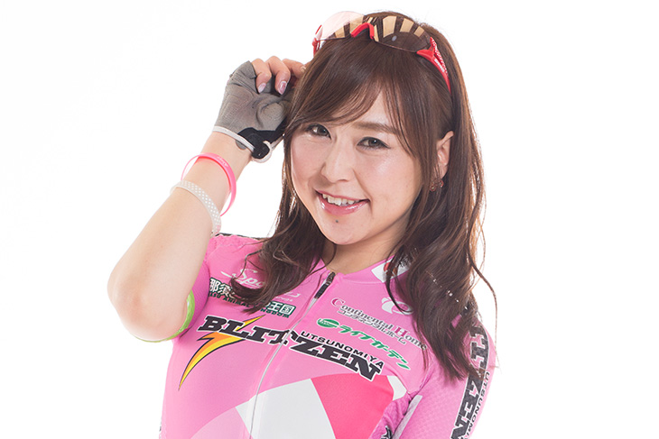 ゲスト乗車するブリッツェンフェアリー自転車競技部の伊藤玲さん
