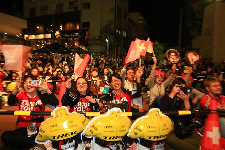 チームプレゼンテーションを間近で見られるジャパンカップトレイン
