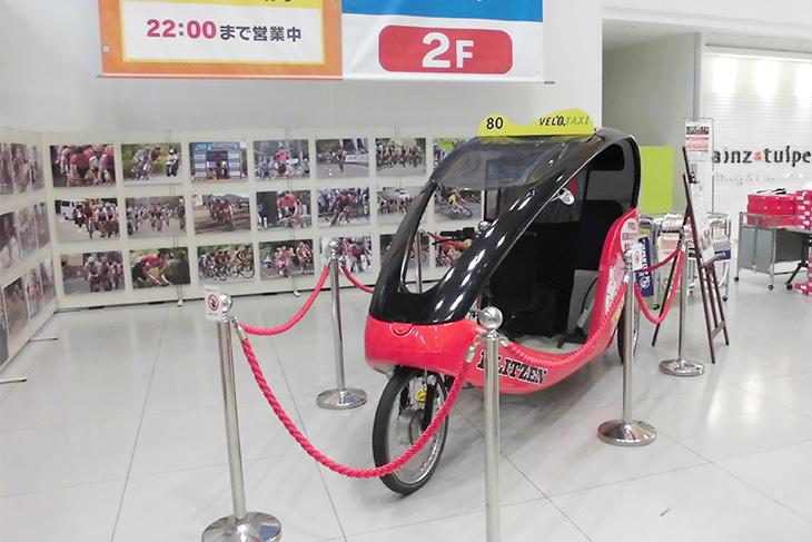 ジャパンカップのフォトギャラリーやベロタクシーが展示された『ジャパンカップ スクエア』