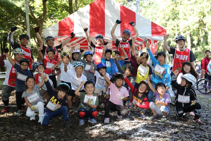 元気の良い小学3年生以下の参加者たち