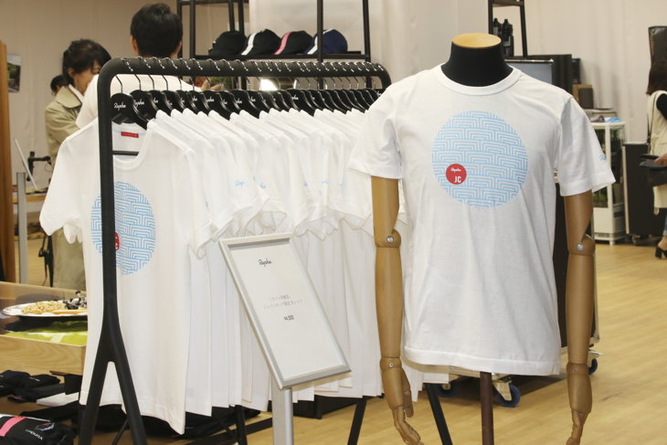 「マペイ」を和風にアレンジしたデザインのジャパンカップ限定Tシャツ