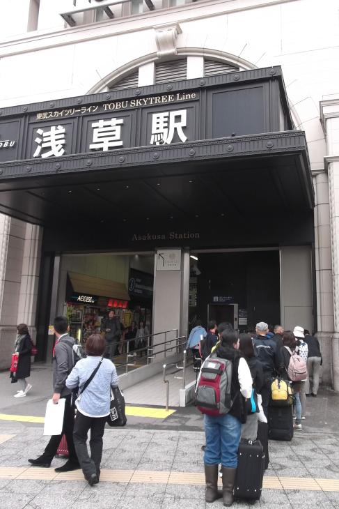 浅草駅正面口で受付をしました