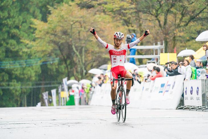 チャレンジレース1組を独走で制した津田悠義(EQADS)