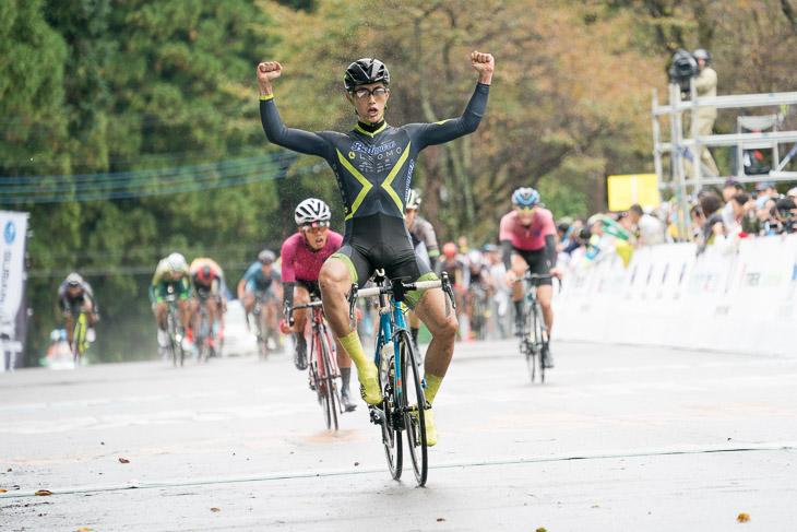 スプリントでオープンレース男子を制した横塚浩平(LEOMOベルマーレ)