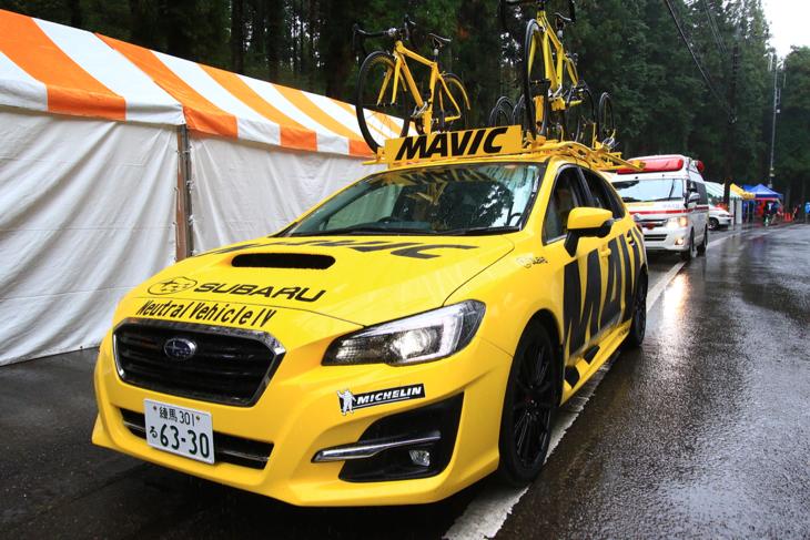 新型レヴォーグとなったマヴィックカー。2台がレースを支援します