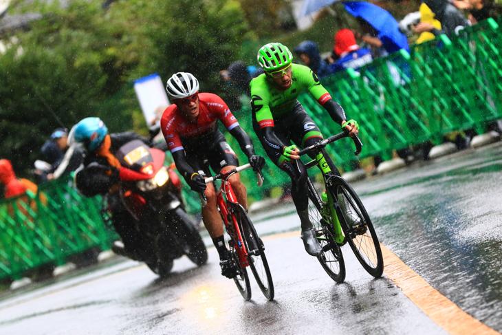 ダヴィデ・ヴィッレッラ(イタリア、キャノンデール・ドラパック)とヤスペル・ストゥイヴェン(ベルギー、トレック・セガフレード)が2人で抜けだす