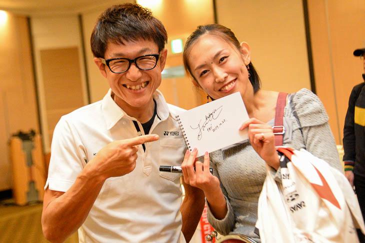 中島康晴のサインをゲットしたファン