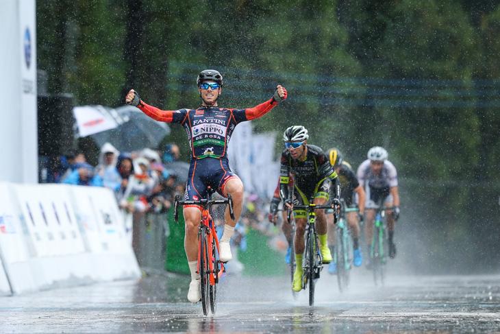 2017年大会でクリテリウム、ロードレース同時に制覇したマルコ・カノラ(イタリア)