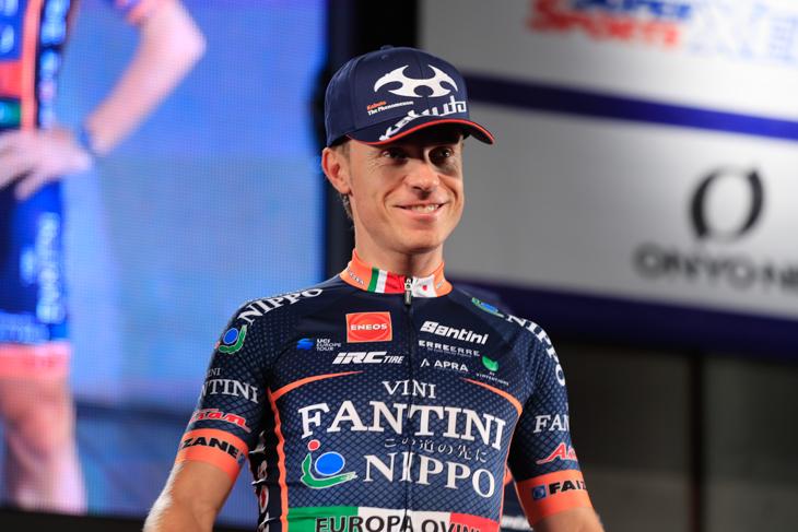 引退レースとしてクリテリウムを走るダミアーノ・クネゴ (イタリア、NIPPOヴィーニファンティーニ・エウロパオヴィーニ)
