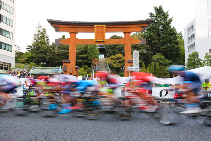 「ジャパンカップ ウイメンズ クリテリウム」で女子選手達も宇都宮大通りを駆け抜けます(※写真はイメージ)