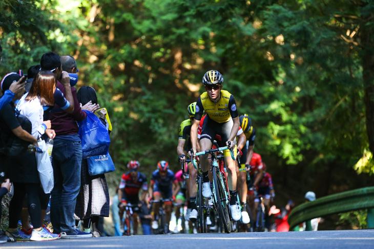 集団先頭でペースを上げるアントワン・トールク(オランダ、チーム・ロットNL・ユンボ)