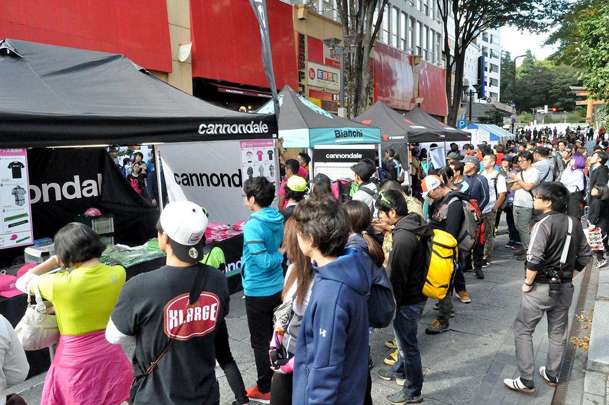 毎年賑わいを見せるジャパンカップストリート