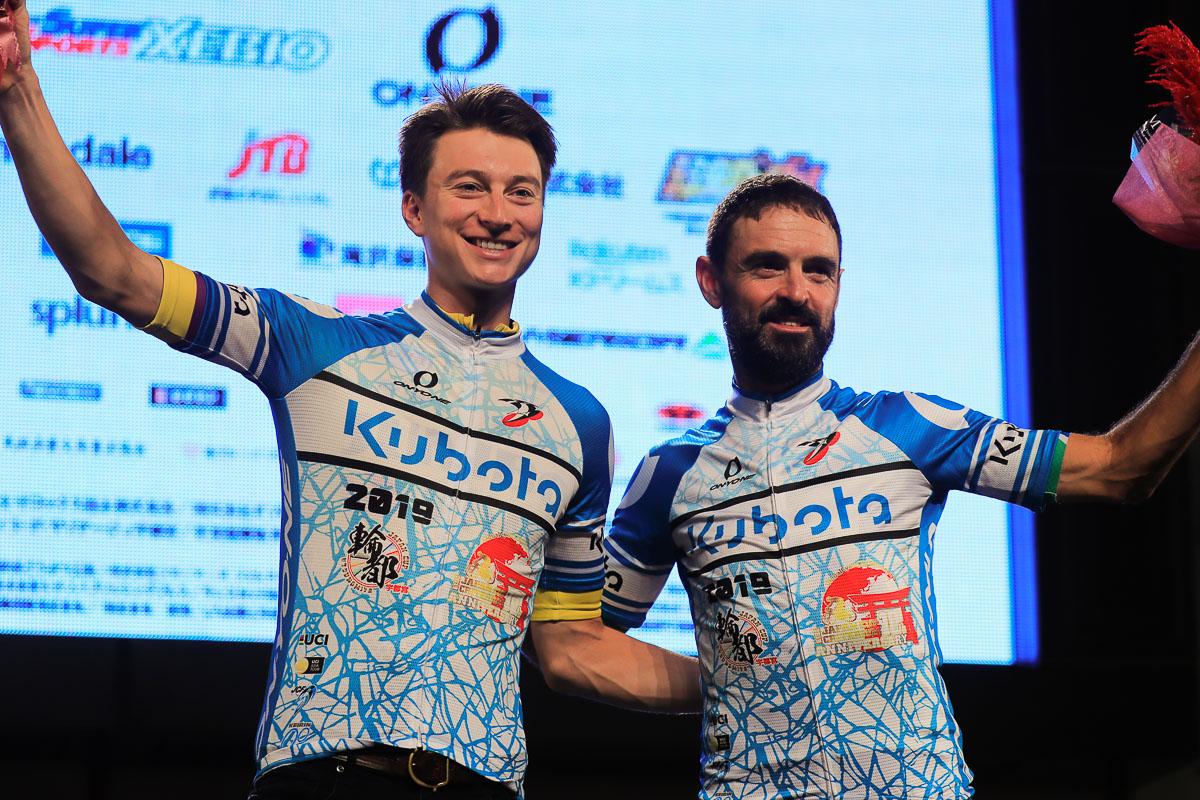 スプリント賞を獲得したニールソン・パウレス(ユンボ・ヴィスマ)とフランシスコ・マンセボ(マトリックスパワータグ)