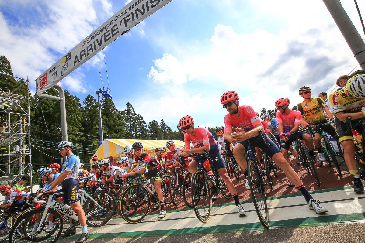 宇都宮森林公園のスタートラインに並ぶ選手たち