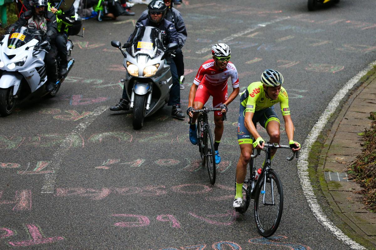 追走する石原悠希(日本ナショナルチーム)とトム・ヴィルトゲン(ルクセンブルク、ワロニー・ブリュッセル)