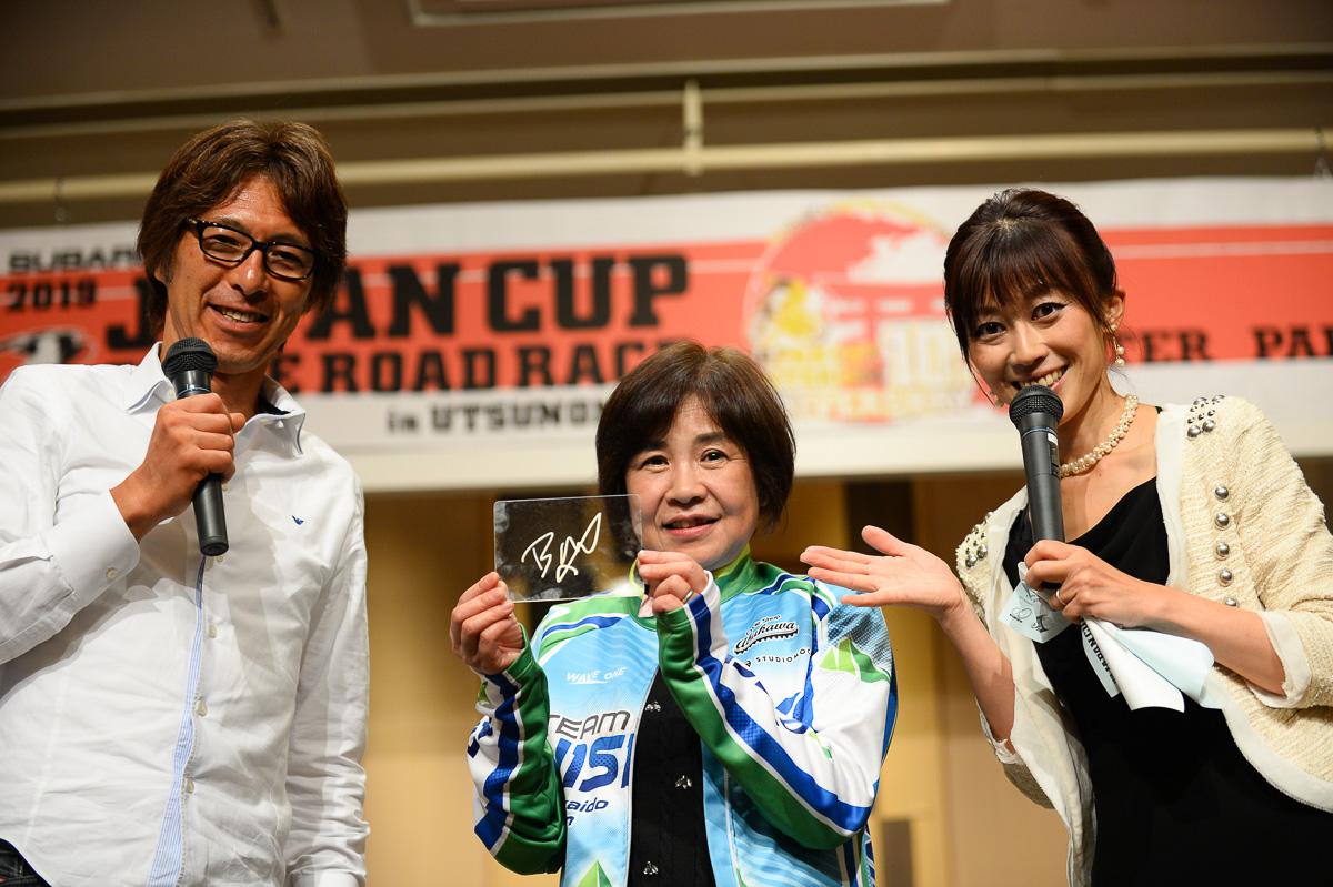 ジャパンカップクリテリウム優勝のエドワード・トゥーンス(トレック・セガフレード)のサインプレート