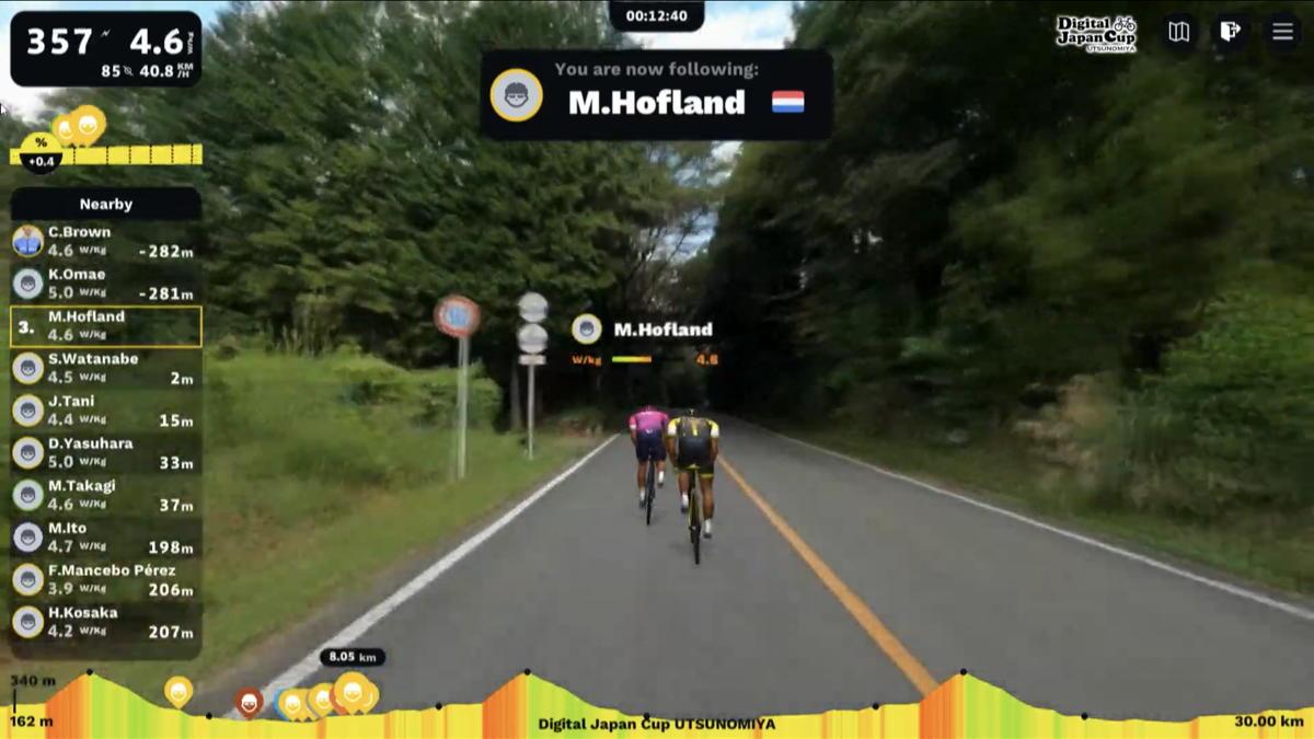 谷をかわして3-4番手に出たモレノ・ホフラント(オランダ、EFプロサイクリング)と渡邊翔太郎(那須ブラーゼン)
