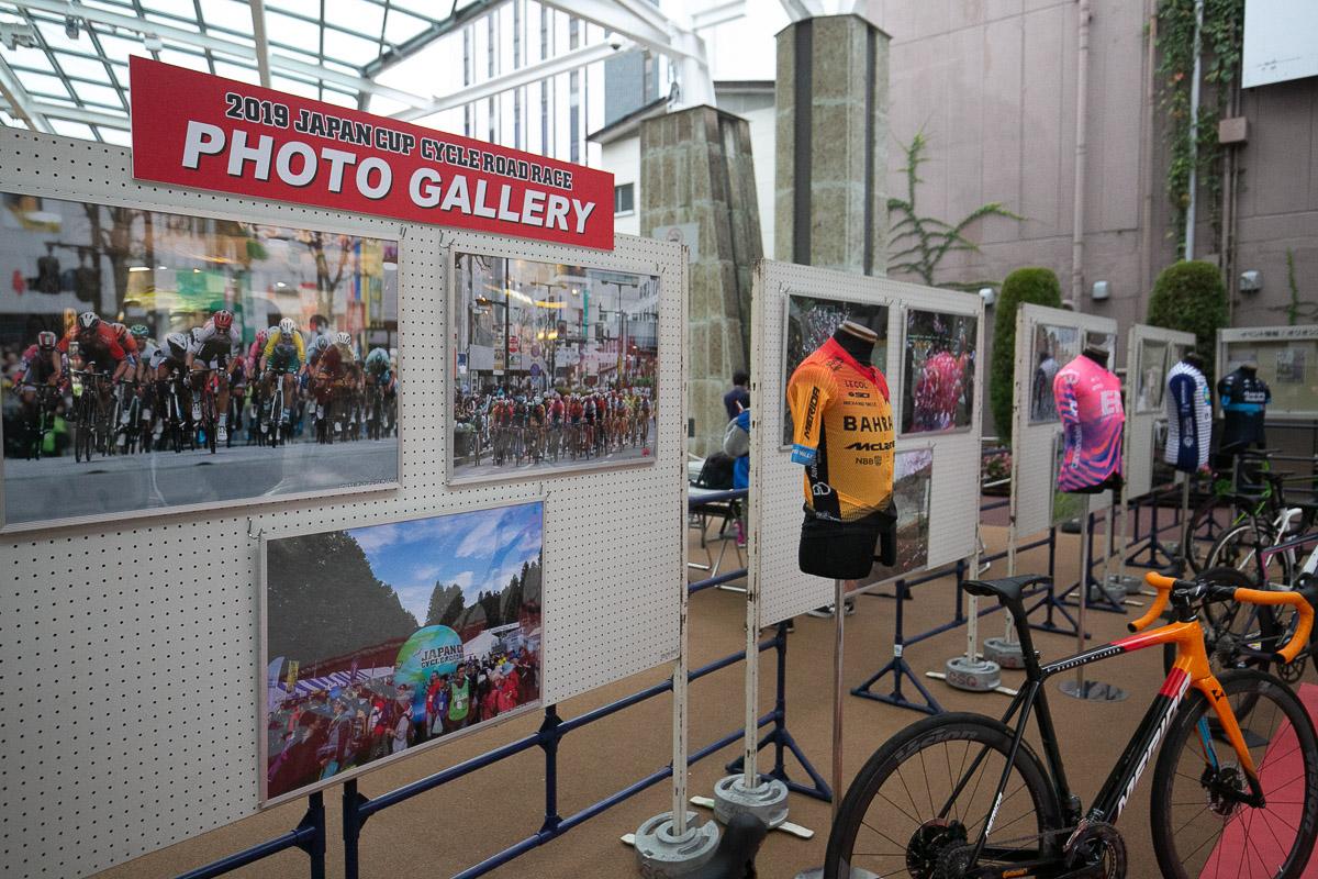 壁面にはジャパンカップ過去大会からのフォトギャラリーが設置された
