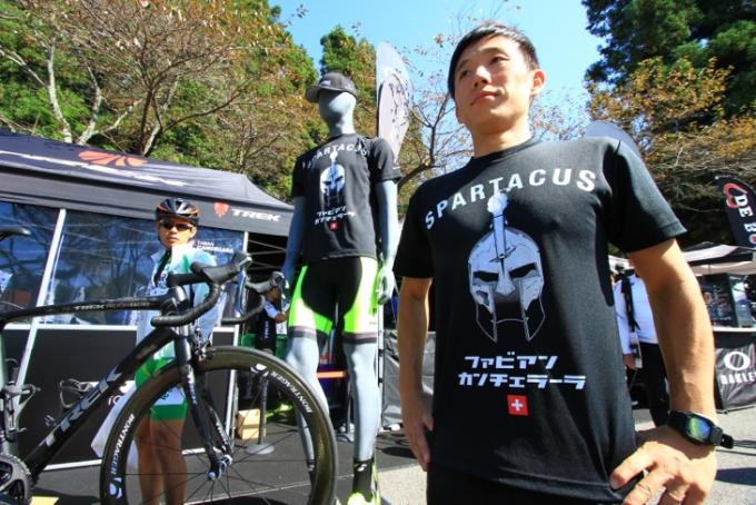 カンチェラーラの「スパルタクス」Tシャツはジャパンカップオリジナルだ!