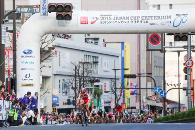単独で5周目のスプリントポイントを通過する鈴木譲(宇都宮ブリッツェン)