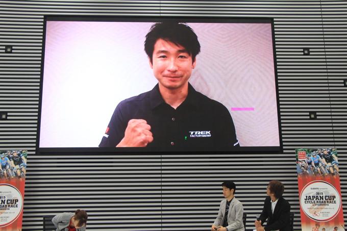 記者発表会では、出場が決定した別府史之からビデオレターが届いた