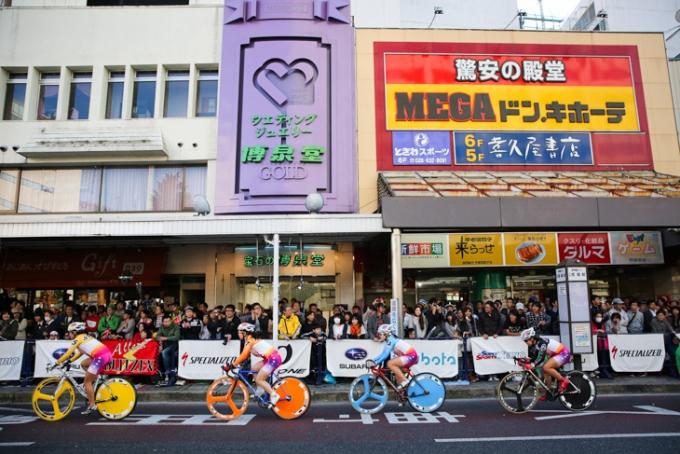 色とりどりのバイクが宇都宮大通りを駆ける