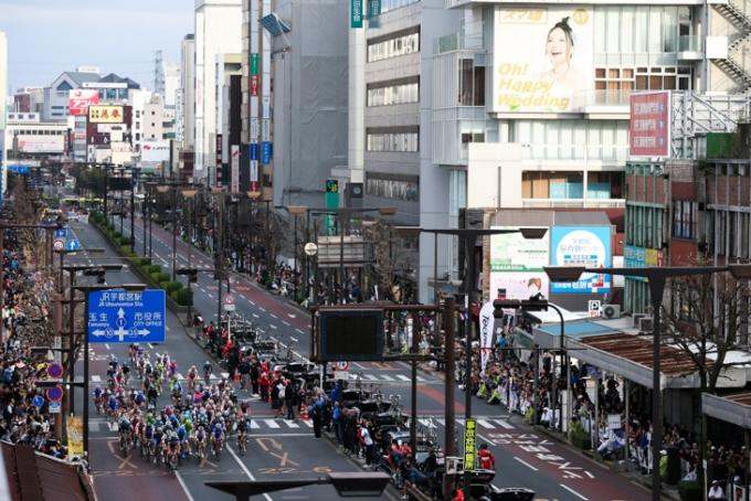 観客が詰めかけた宇都宮大通りを走る