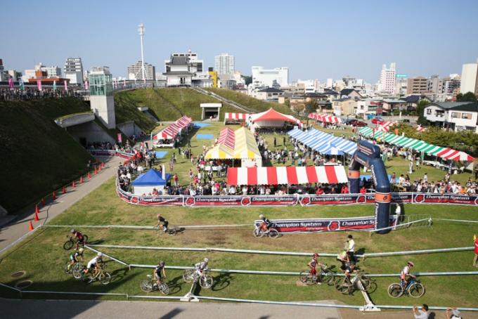 3000人の観客が集まった宇都宮城址公園