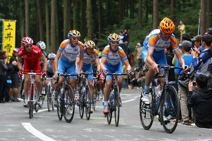 8周目 ガーミン・トランジションズ率いるメイン集団、先頭はヨハン・ファンスーメレン(ベルギー)