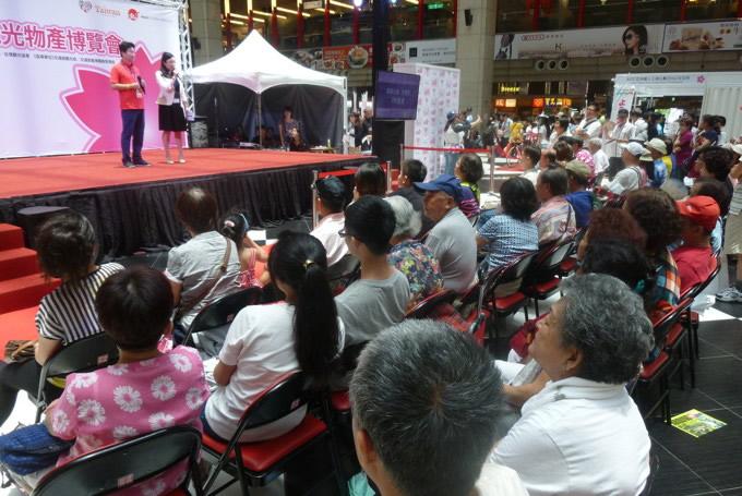多くの台湾市民らが見守る中で行われたPRステージ