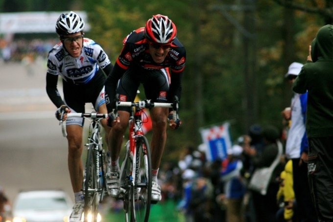 最終周に飛び出したクリスアンケル・セレンセン(デンマーク、サクソバンク)とパブロ・ラストラス(スペイン、ケスデパーニュ)
