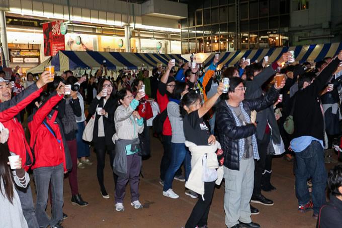 ジャパンカップを堪能した後は、みんなで乾杯!