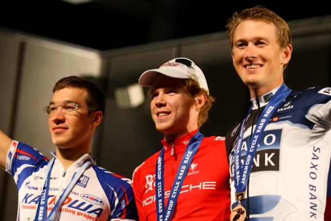 表彰台、左から2位デニス・ガリムジャノフ(ロシア、カチューシャ)、優勝トーマス・パルマー(オーストラリア、ドラパック・ポルシェ)、3位グスタフエリック・ラーション(スウェーデン、サクソバンク)